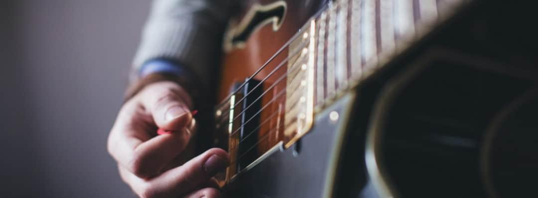 servicios social media (Guitar)-MDC